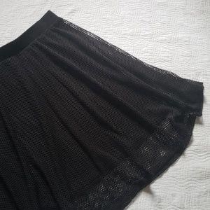 HOT TOPIC Mesh Fishnet Skater Skirt